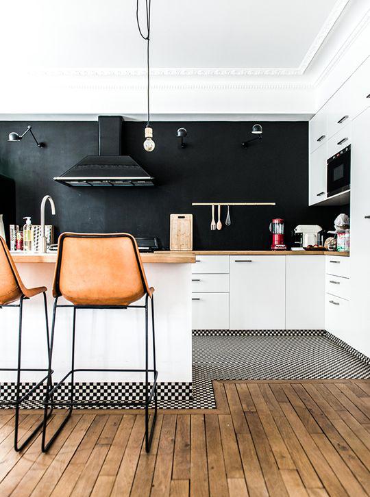 décoration cuisine moderne mur noir
